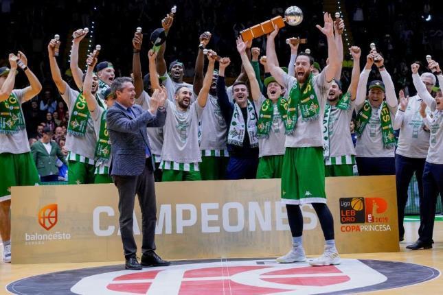 Celebración del título (Foto: FEB).