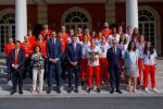 """Pedro Sánchez recibe a las campeonas: """"Nunca vamos a dejar de creer en vosotras"""""""
